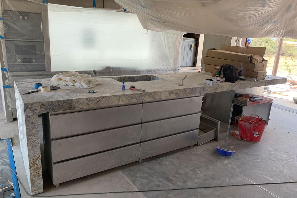 Cocina isla de marmol`