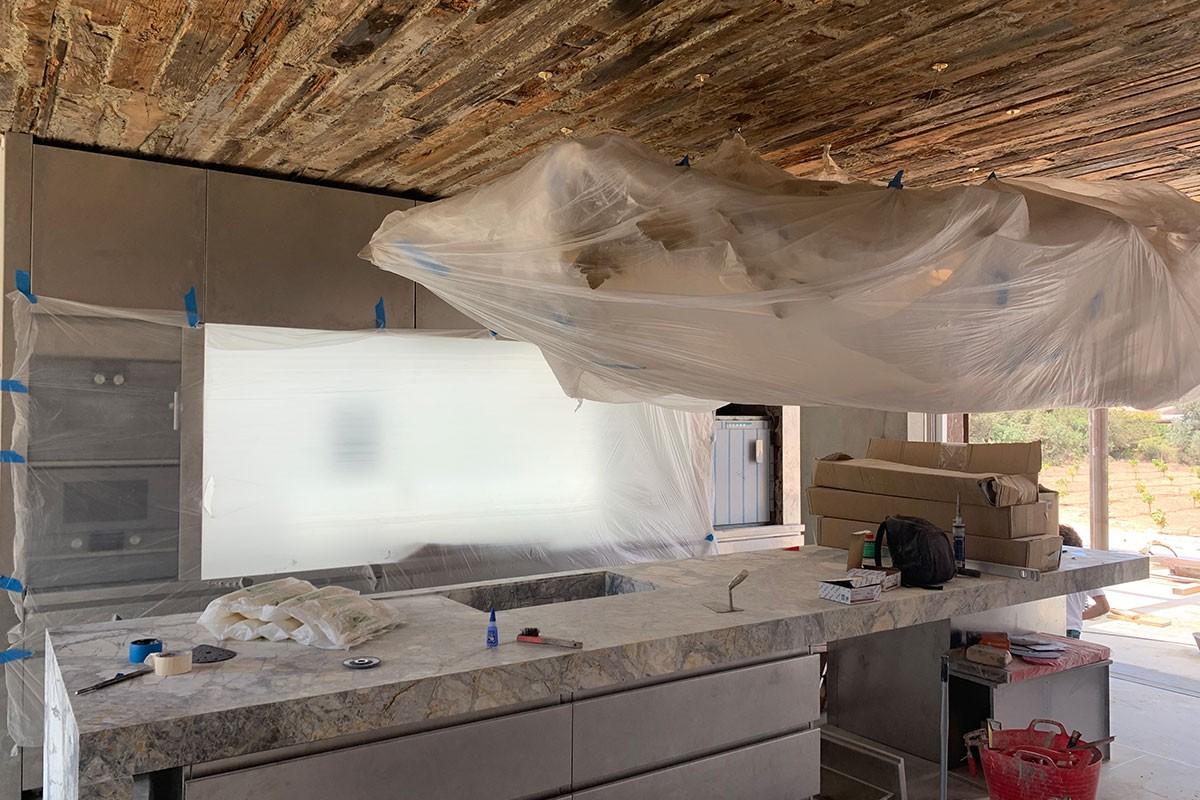 Cocina techos de ladrillo efecto envejecido`