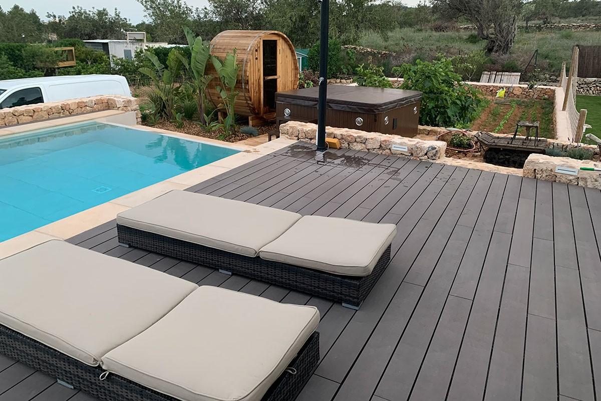 vista exterior piscina`